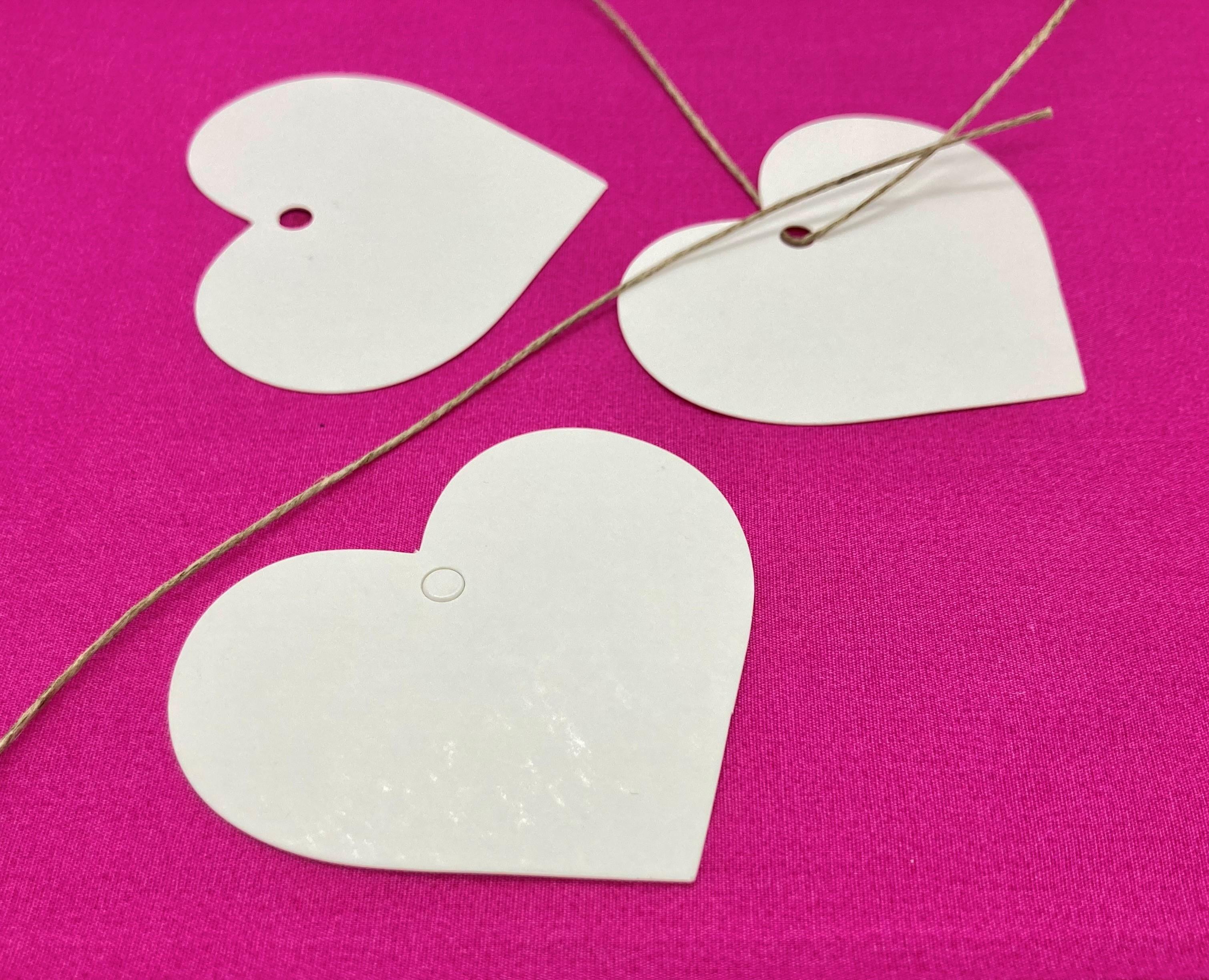 10 Kraftpapieranhänger weiß in Herzform