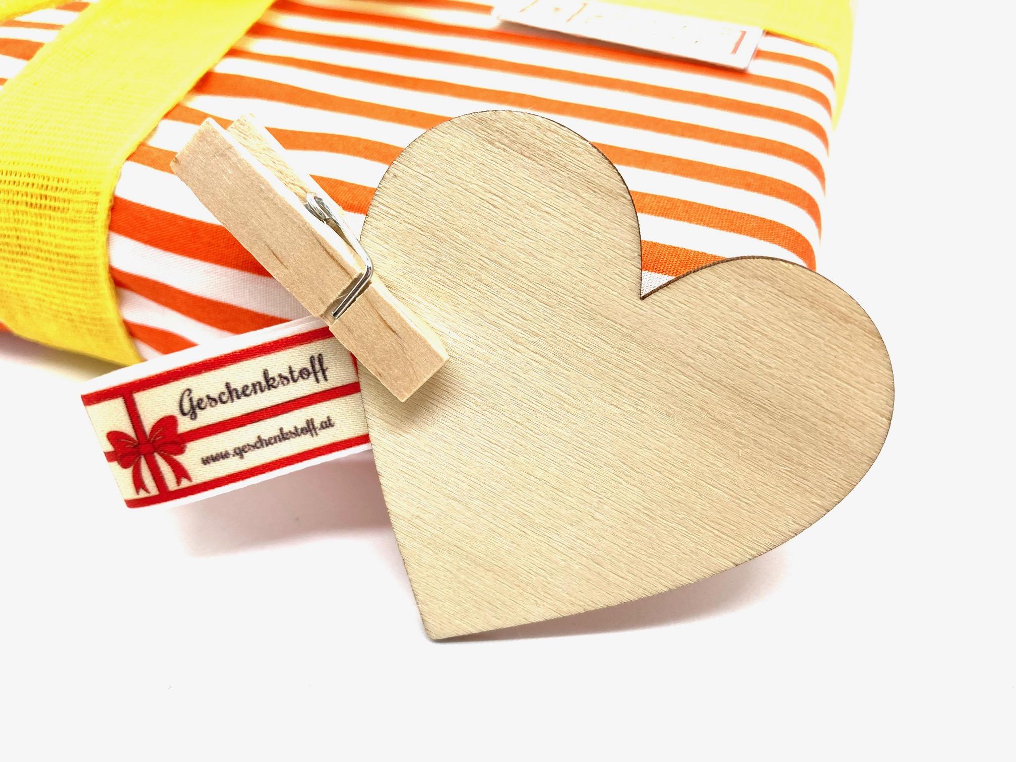 10 Herzen aus Holz